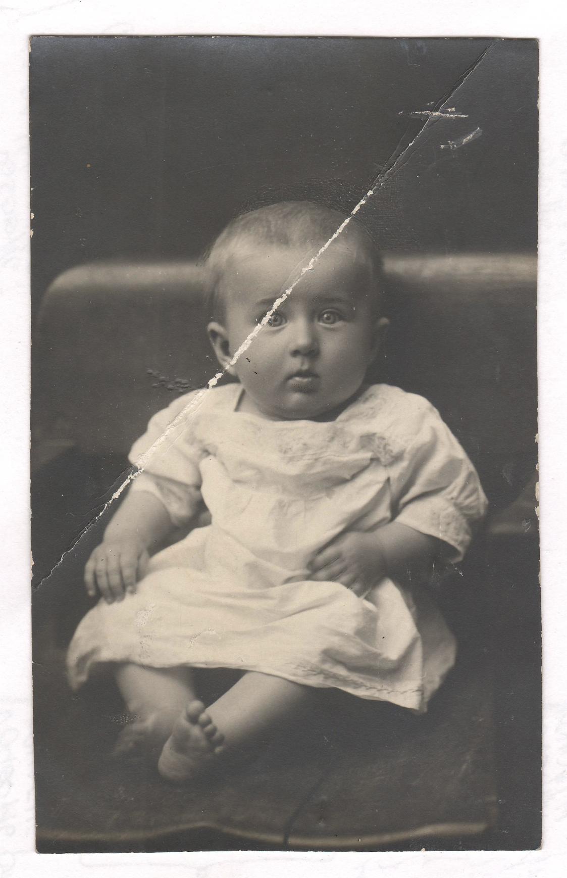 photo restoration services restore old photo online