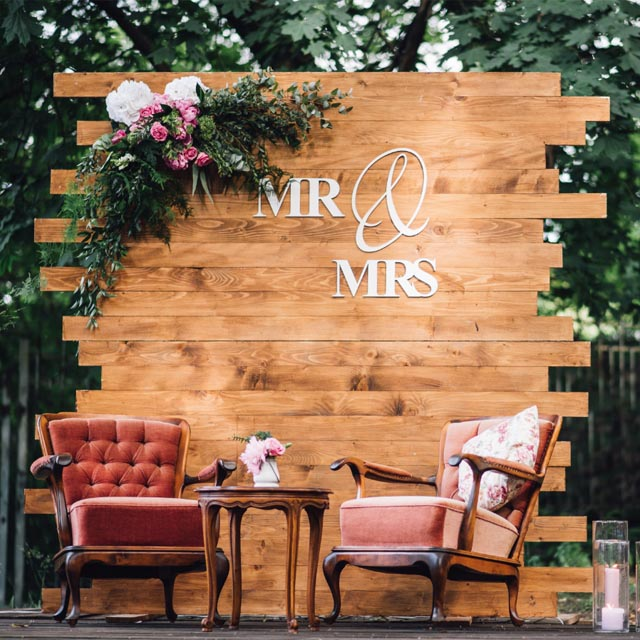 25 Creative Wedding Photography Booth Ideas