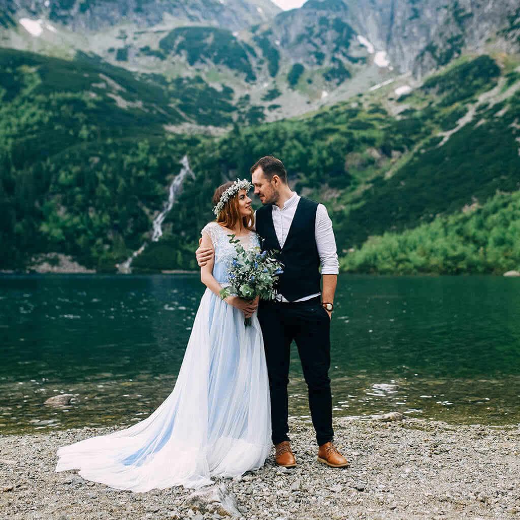 40 Bride And Groom Poses List Classical And Creative Bride And Groom Poses